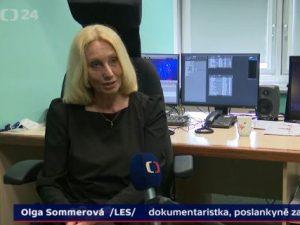 Olga Sommerová kritizuje Babiše a Zemana a hájí Českou televizi. Za své postoje čelí nedůstojným mediálním útokům ze strany člena Rady ČT