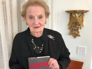 Nová kniha bývalé americké ministryně zahraničí Madeleine Albrightové