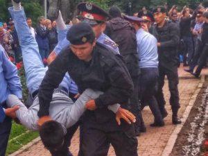 """Postsovětské země Střední Asie jsou """"fasádními"""" demokraciemi s tuhým autoritářstvím"""