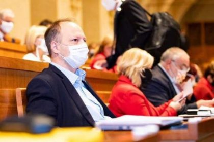Senátor Václav Láska: opatření mají smysl, jen pokud je vláda bude srozumitelně vysvětlovat. S covidem bojovat lze, aniž bychom rezignovali na právní stát