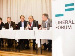 Liberální fórum v Lucerně: Česká diplomacie narušila kontinuitu započatou Václavem Havlem a preventivně se ohnula v pase, aniž by to Čína vyžadovala