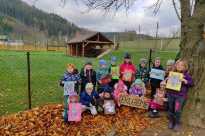 Covidu to osladíme! Děti z mateřských škol na Trutnovsku podpořily zdravotníky covidového oddělení trutnovské nemocnice