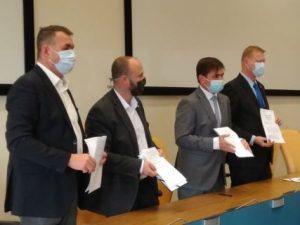 Podepsali jsme koaliční smlouvu mezi námi – Spojenci pro Královéhradecký kraj (TOP 09, HDK, LES), Piráty, ODS (ODS, STAN, Východočeši) a Koalicí pro Královehradecký Kraj (KDU, Volby pro město a nezávislí)