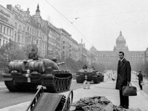 Neutralitu v našem geopolitickém prostoru nelze udržet, to je poučení srpna 1968