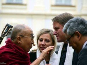 Jeho Svatost 14. dalajlama slaví své 86. narozeniny. Podporuje nás v pokračování odkazu Václava Havla, zakořeňování v EU, ochraně lidských práv všude na světě