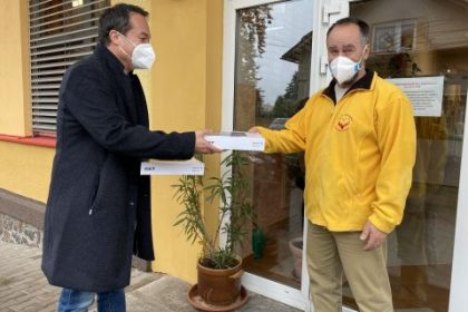 Jan Grulich – senátor z hor se jen pár dní po svém zvolení zapojil do projektu Pomáháme v regionu organizace Žijeme Rychnovem – městem i okresem